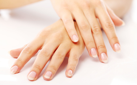 爪の割れる原因を理解して美しく健康な爪を目指しましょう!のサムネイル画像