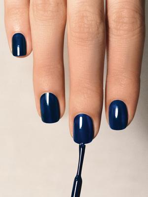 大人女子におすすめ!バリエーション豊富な紺ネイルを紹介!のサムネイル画像