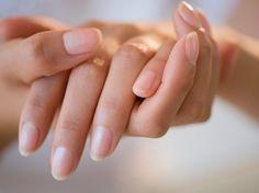 とっても簡単!セルフネイルケアで艶々のぷっくり綺麗な自爪は作れるのサムネイル画像