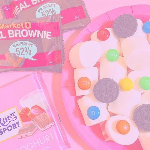 思わず食べたくなる♡可愛すぎると評判の【お菓子ネイル】とは♪のサムネイル画像