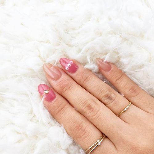 爪にも指輪を♡【アクセサリーネイル】で指先をドレスアップさせるののサムネイル画像