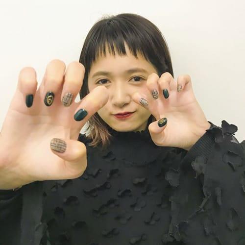 え、爪についてるそれなあに?SNSで噂の《水銀ネイル》が急上昇♡のサムネイル画像