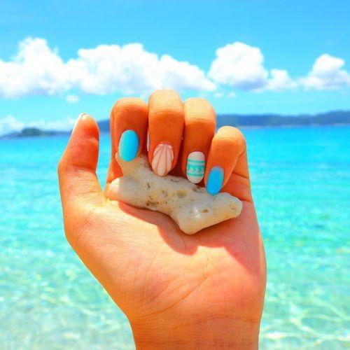 【保存版】今年の流行はコレ!水着にもぴったり◎夏ネイルカタログのサムネイル画像