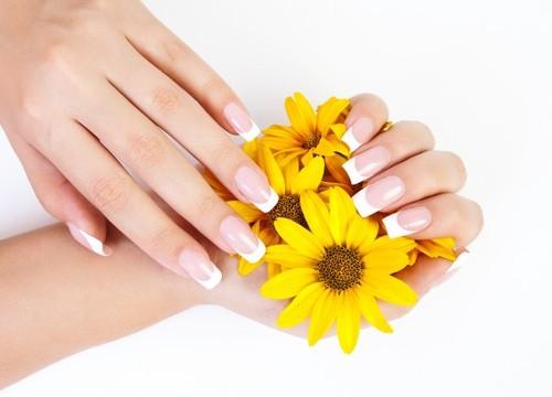 ジェルネイルとポリッシュの違いを知って、指先美人になろう!のサムネイル画像