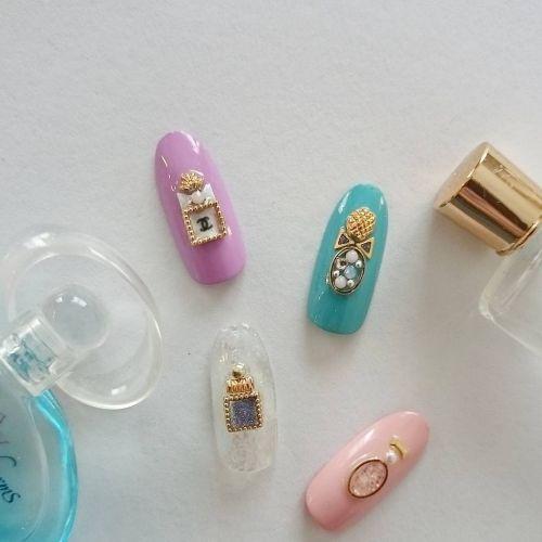 ボトルの中には何つめる?女の子らしさ100%の《香水ネイル》♡のサムネイル画像