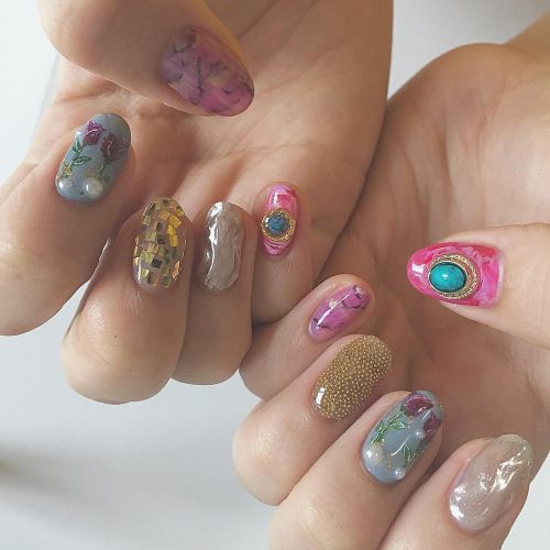 ネイルから秋支度!《ヴィンテージネイル》で色っぽい指先に♡のサムネイル画像