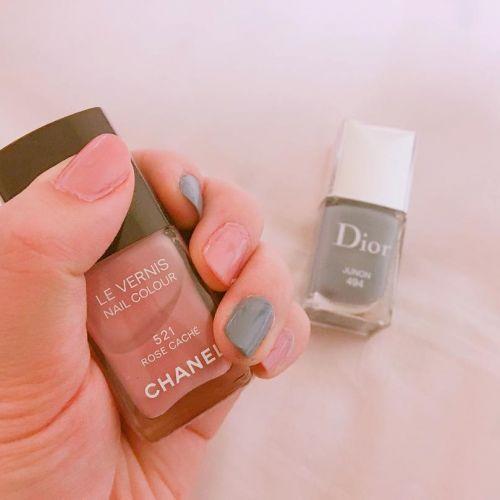 塗るだけで色っぽい指先に♡1本は欲しい【ハイブランドネイル】3選のサムネイル画像