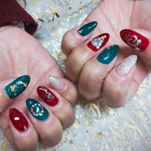 指先からロマンチックに♡この時期だけの【クリスマスネイル】のサムネイル画像