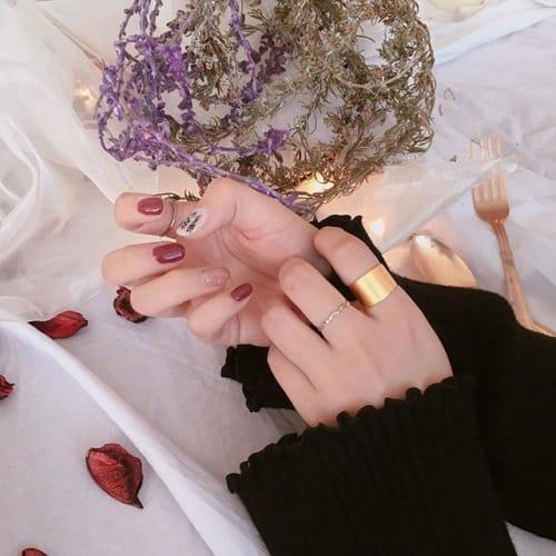 かわいいコはみんなコレ!アクセ感覚【シルバーネイル】がオシャレ♡のサムネイル画像