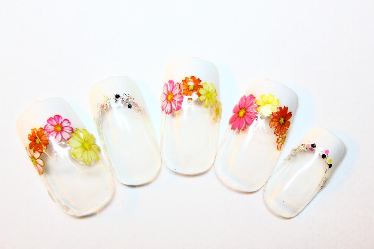 ロマンティックな花柄のネイルで女子力満開♡花柄ネイル特集のサムネイル画像
