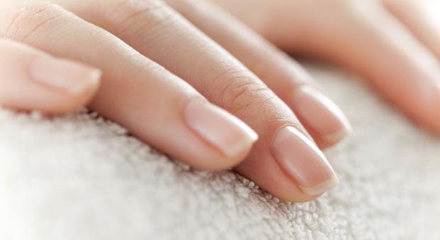 美しい爪はネイルケアから!オイルを使ったケアがおすすめです♡のサムネイル画像
