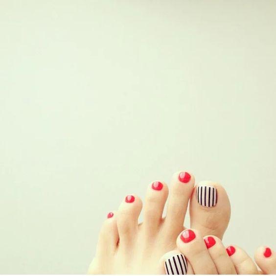 足元から『春』に染めて、今すぐ使える!フットネイルデザイン特集のサムネイル画像