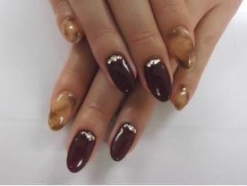 小さい爪でもネイルしたい!そんなデザインをたくさん紹介!のサムネイル画像