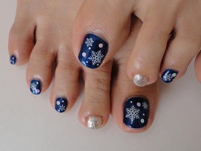 冬でもフットはおしゃれにしたい!冬ネイルのデザイン特集☆のサムネイル画像