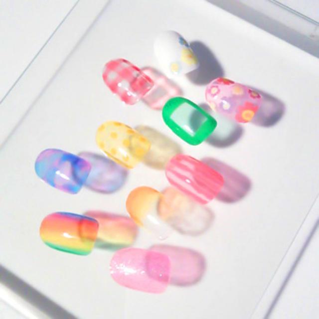 夏におすすめ!透け感がかわいいシースルーネイルのやり方をご紹介☆のサムネイル画像