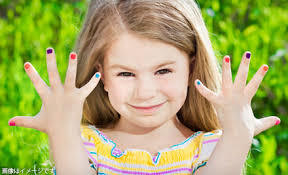 キッズ限定!子供用のネイルを使って安全に楽しくおしゃれをしよう!のサムネイル画像